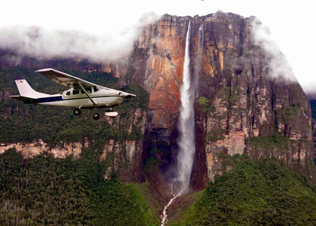 Flying_over_Angel_Falls